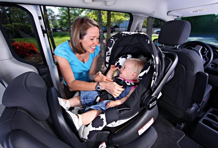 Как правильно перевозить детей в легковом автомобиле?