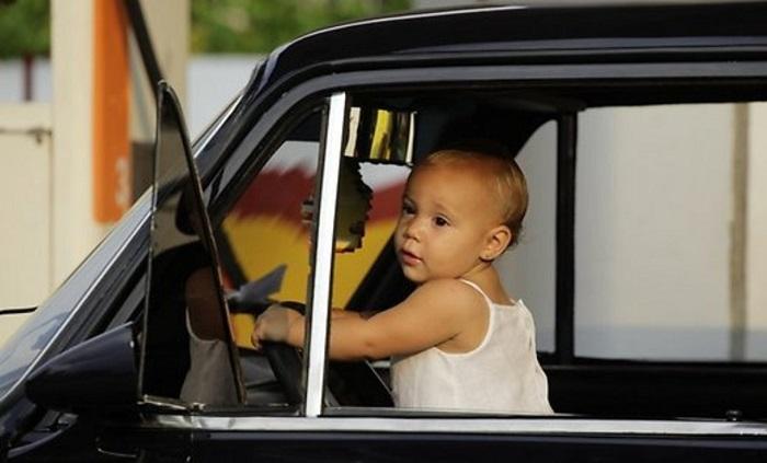 Какой штраф грозит автовладельцам, нарушающим правила перевозки детей?