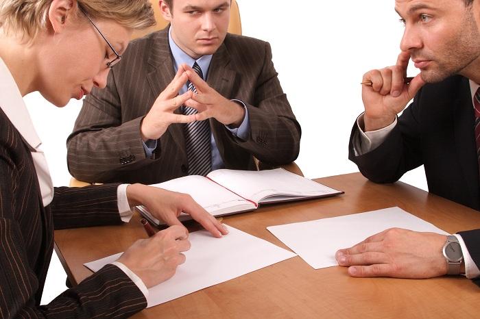 Необходимость обращения к адвокатам