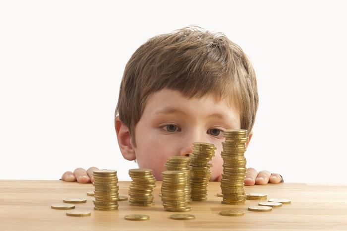 Как распределяются выплаты, если малышей трое, но воспитываются они разными матерями?