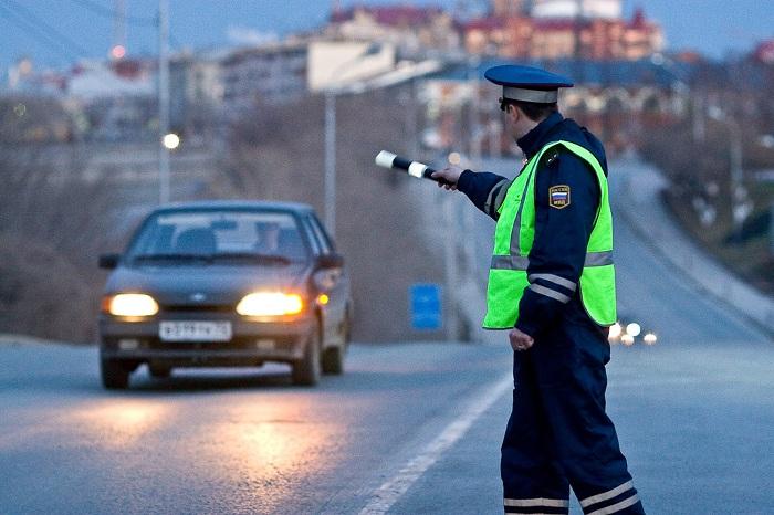 В каких ситуациях полицейский имеет право остановить автомобиль?