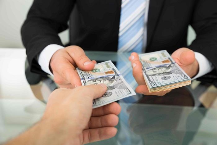 Взять денежные средства в долг