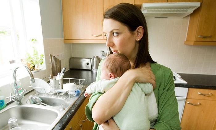 Как оформить алименты на мать малыша?
