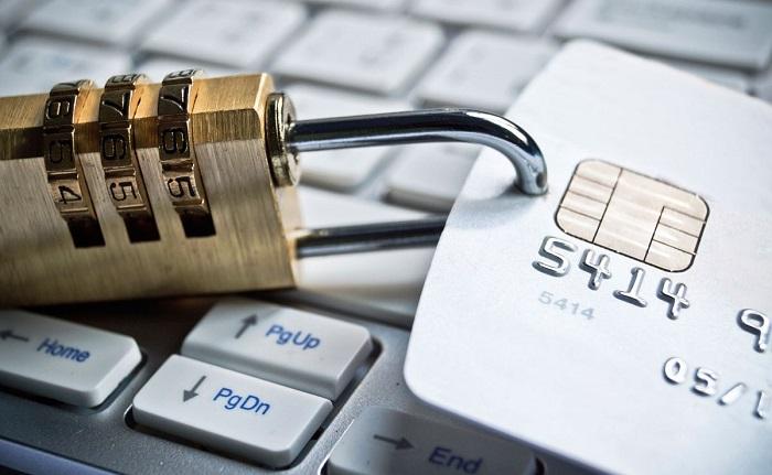 Как в России закон относится к электронным деньгам