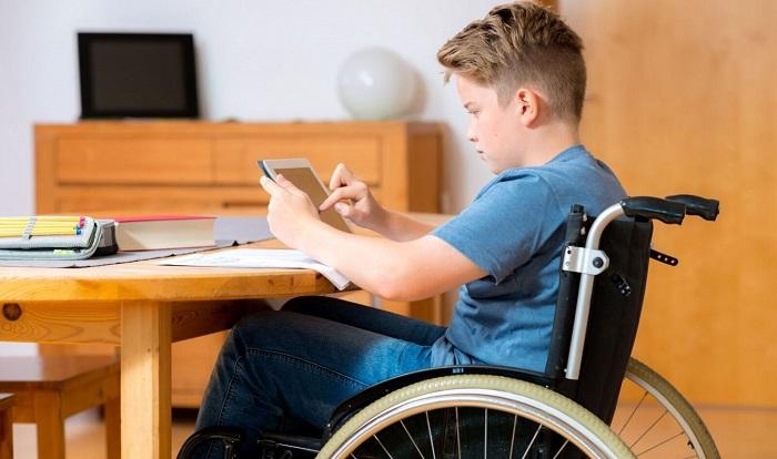 Несовершеннолетние инвалиды и инвалиды детства