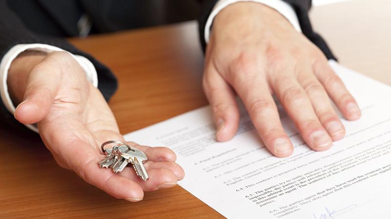 Дарственная на квартиру между близкими родственниками – юридические аспекты