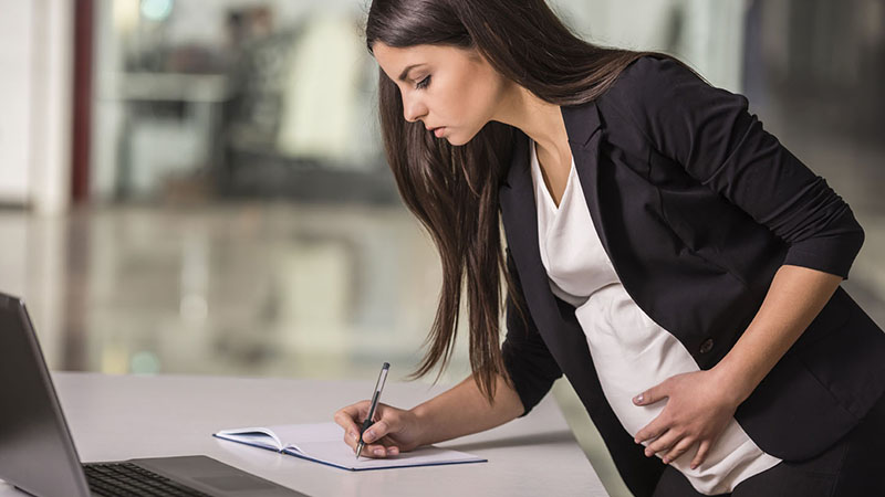 Увольнение беременной женщины по собственному желанию