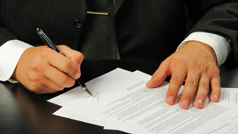 Составление договора дарения недвижимости между близкими родственниками в 2019 году