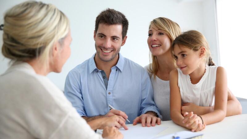 Как оформить опекунство над ребёнком при живых родителях